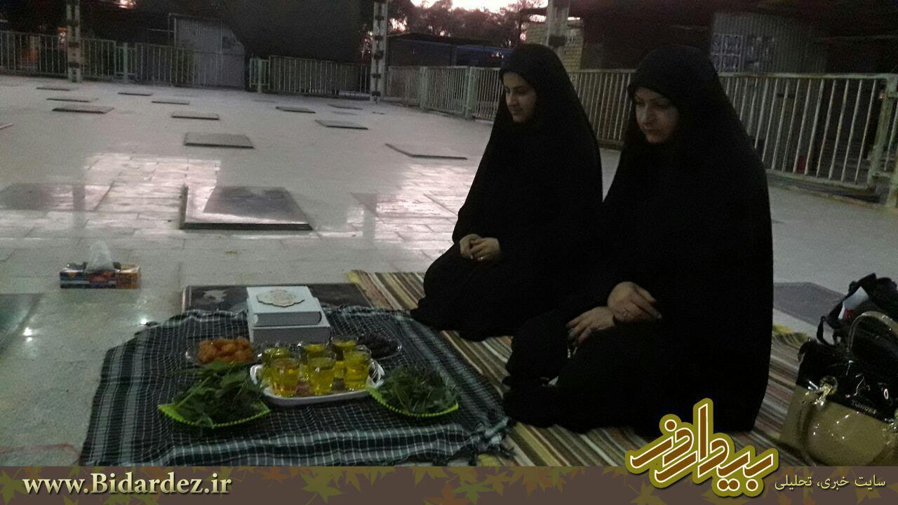 شهید عادل میزبان سفره افطاری همسروفرزندانش شد.